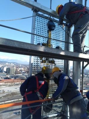 Der letzte Teil des Wolkenkratzers A-Tower Ljubljana wird installiert